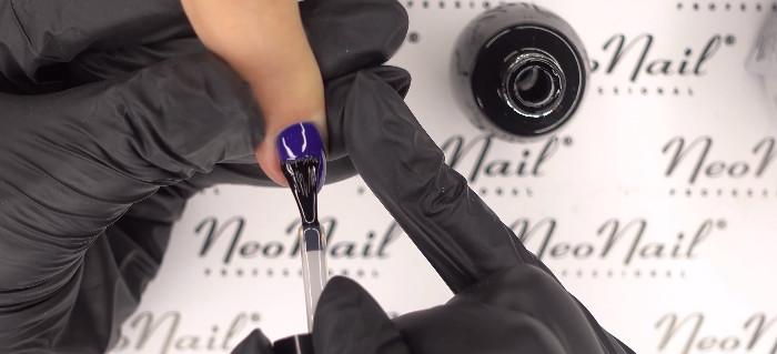 Пошаговое фото к инструкции по укреплению ногтей гелем: нанесение гель-лака