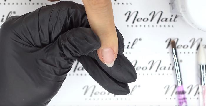 Пошаговое фото к инструкции по укреплению ногтей гелем под гель-лак: подготовка ногтя