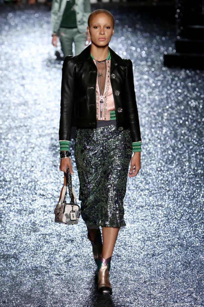 Модная юбка с паетками