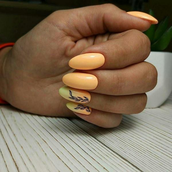 30 новинок персикового маникюра гель-лаком