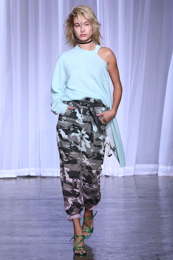 Модные брюки хаки