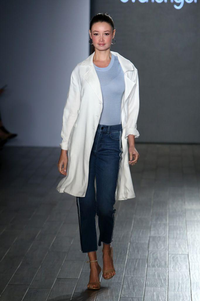 Модные джинсовые брюки весна-лето с лампасами
