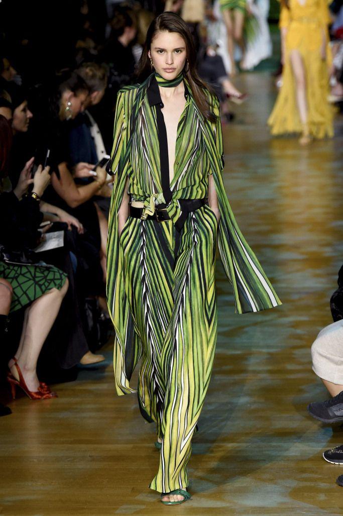 Модные брюки с тропическим принтом