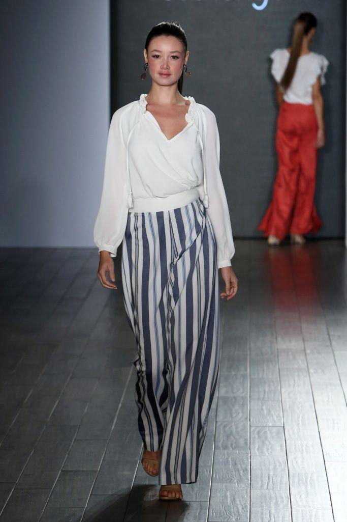 Модные полосатые брюки
