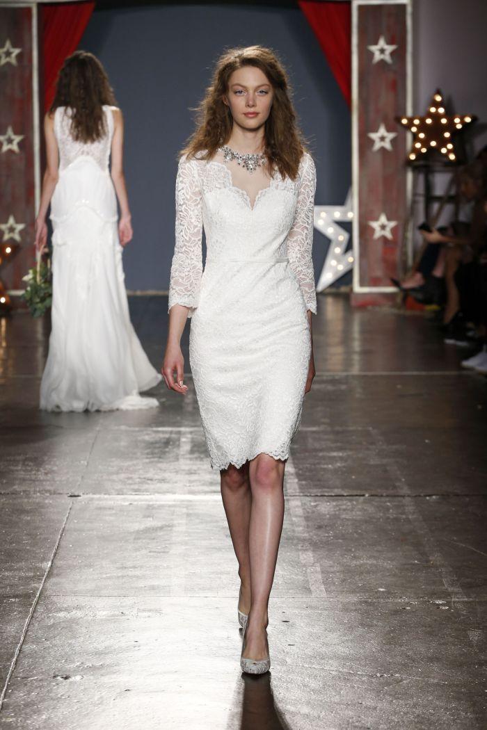 Короткие модели свадебных платьев с рукавом 2018