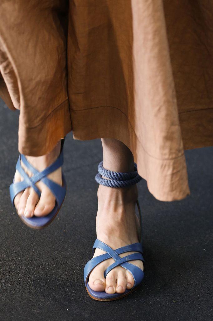 Модные босоножки