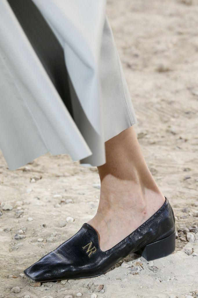 Модные женские летние лоферы