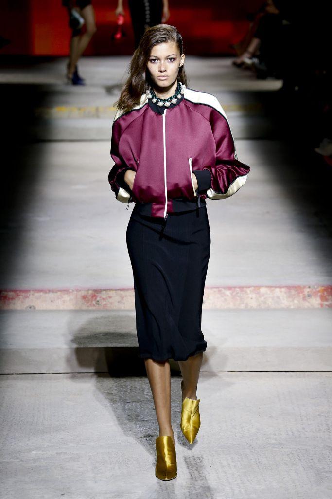 Летние женские куртки бомберы