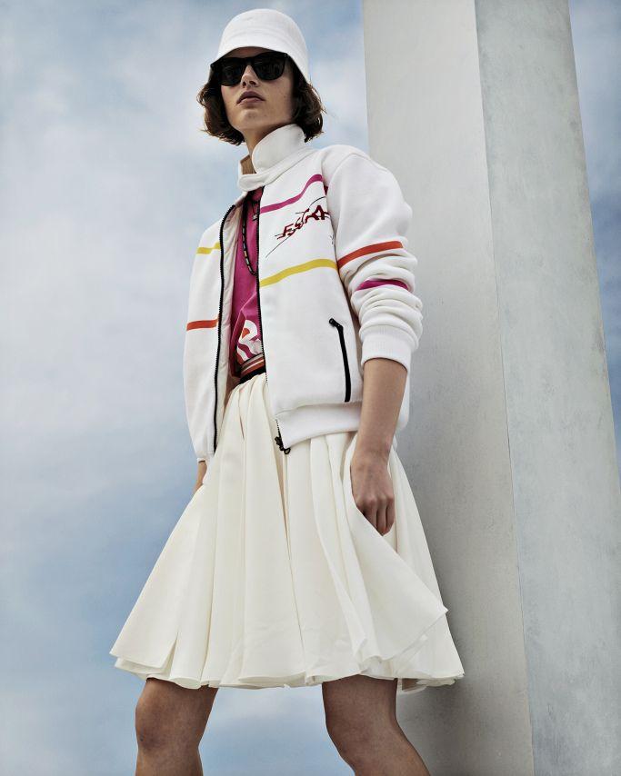 Летние женские спортивные куртки