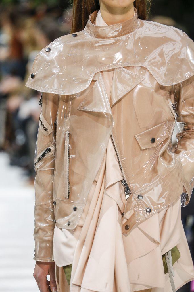 Модные летние куртки из пластика
