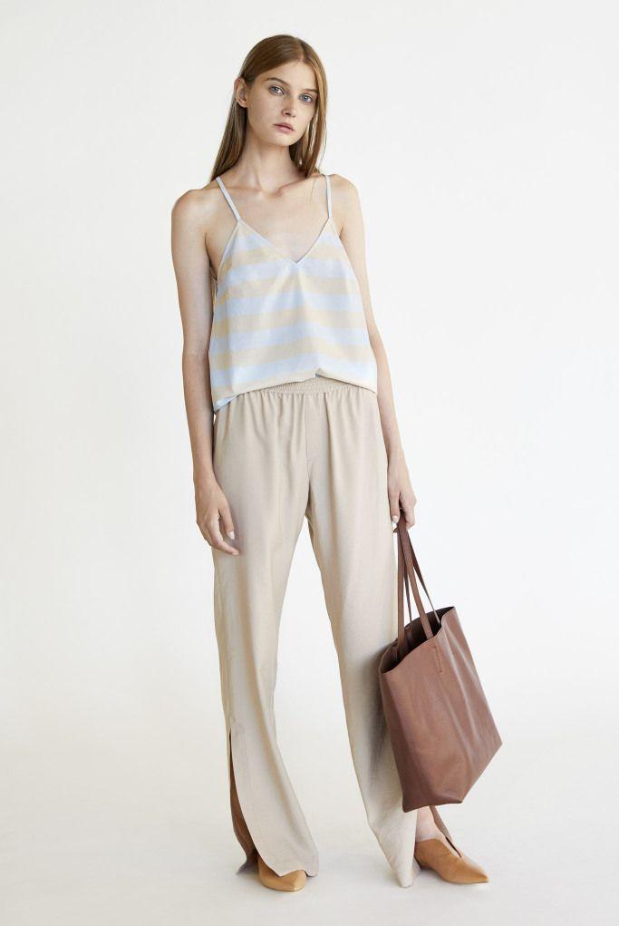 Модные летние топы, майки и футболки