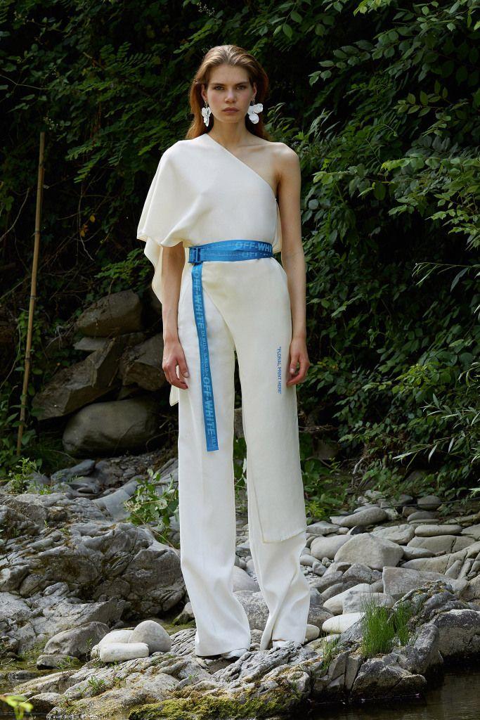 Модная модель летнего брючного комбинезона с лампасами и глубоким декольте