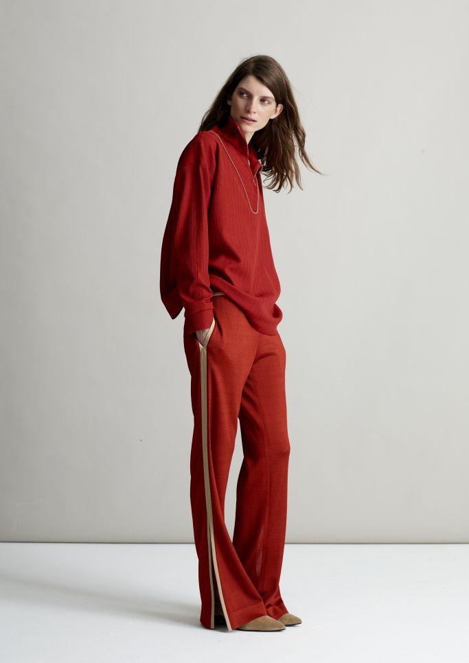 Красные брюки с лампасами