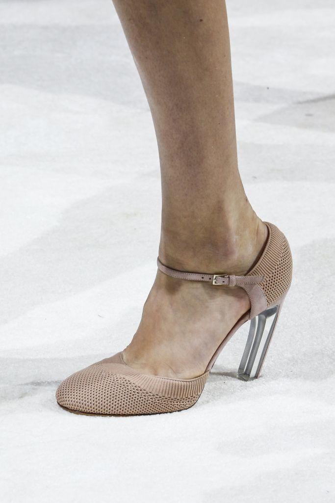 Модные кремовые туфли