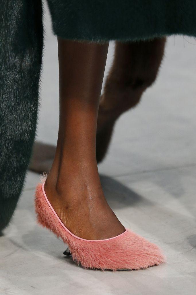 Модные розовые туфли Marni