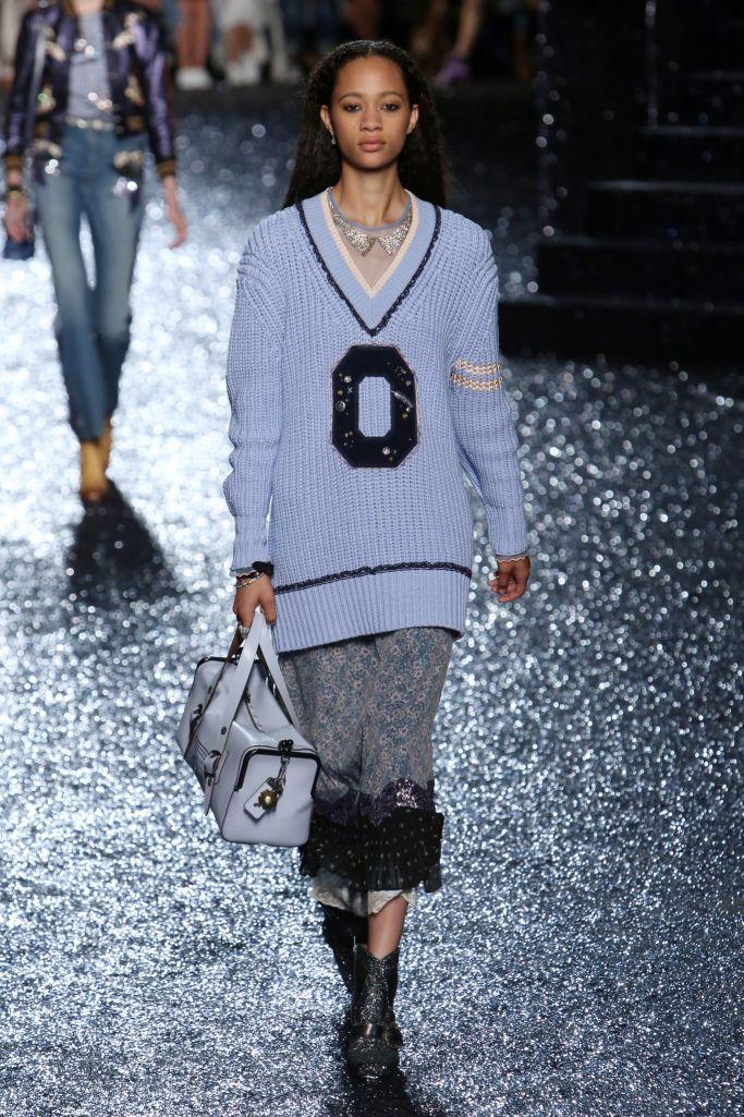 Модный женский летний удлиненный свитер