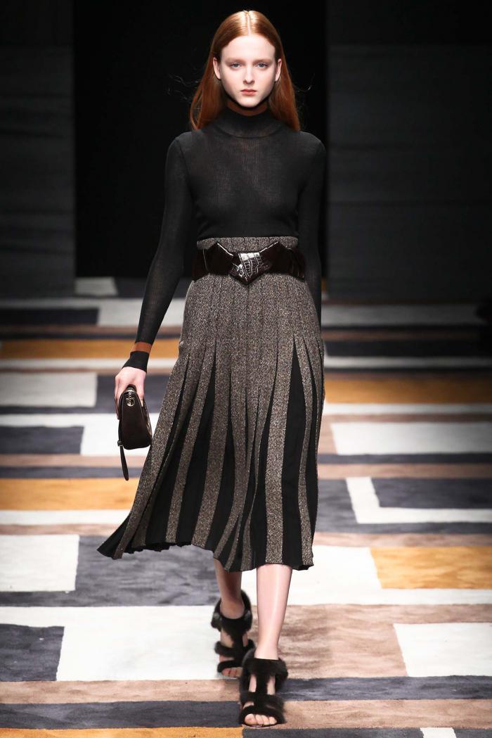 С чем носить плиссированную юбку : модные образы сезона 2018-2019