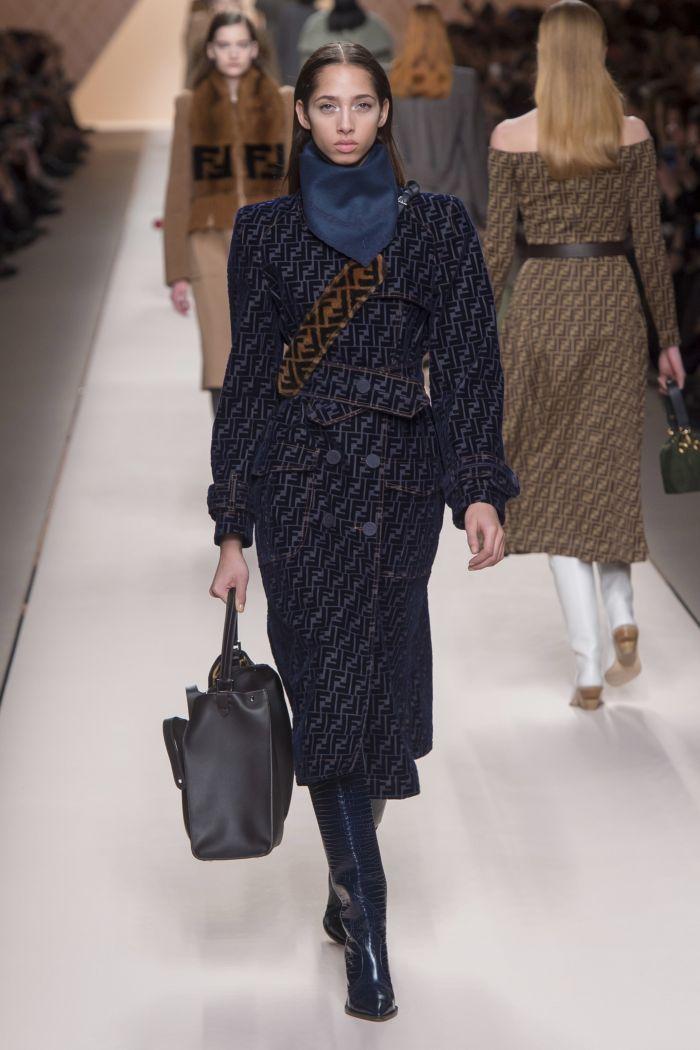 Модное пальто Fendi