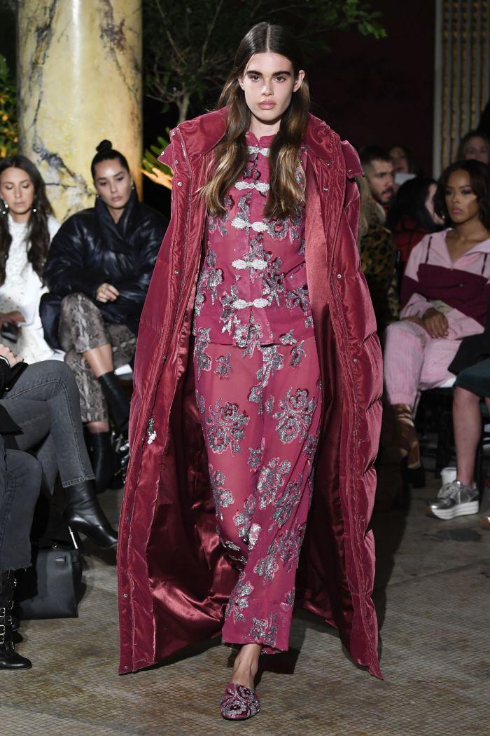 Модный женский пуховик Juicy Couture