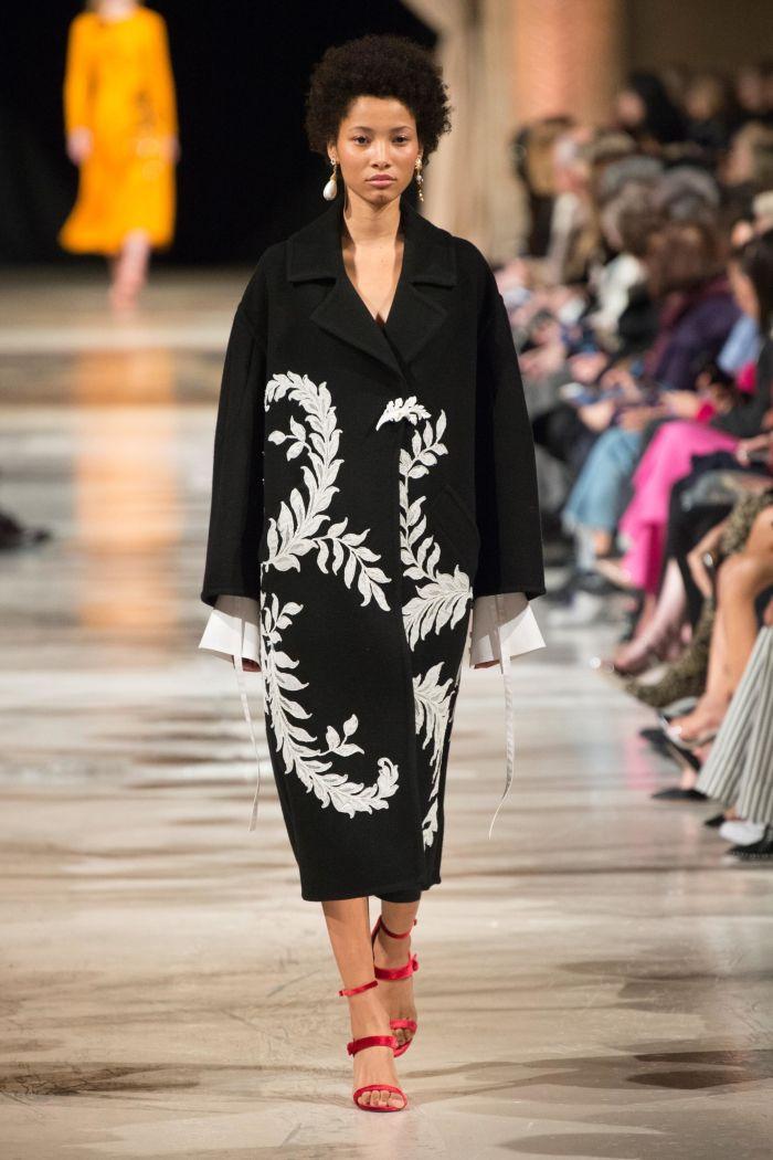 Модное пальто Oscar de la Renta