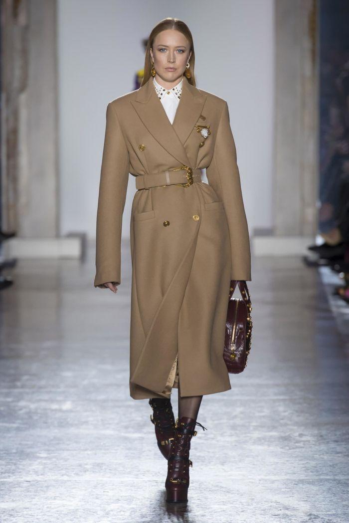 Модное пальто Versace