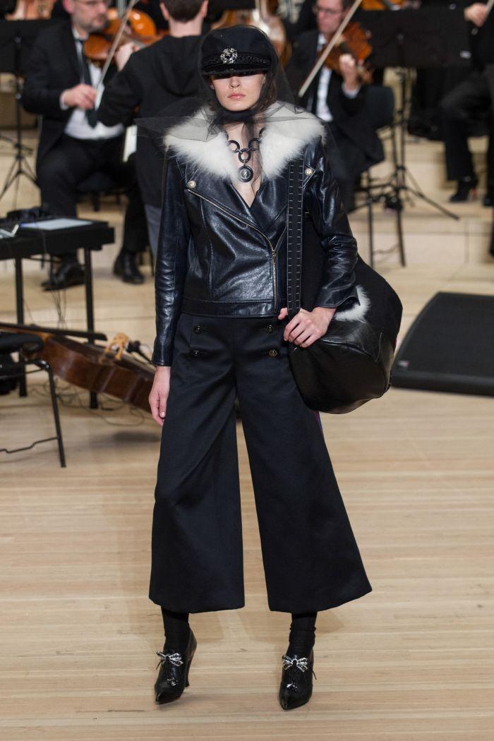 Модная куртка Chanel
