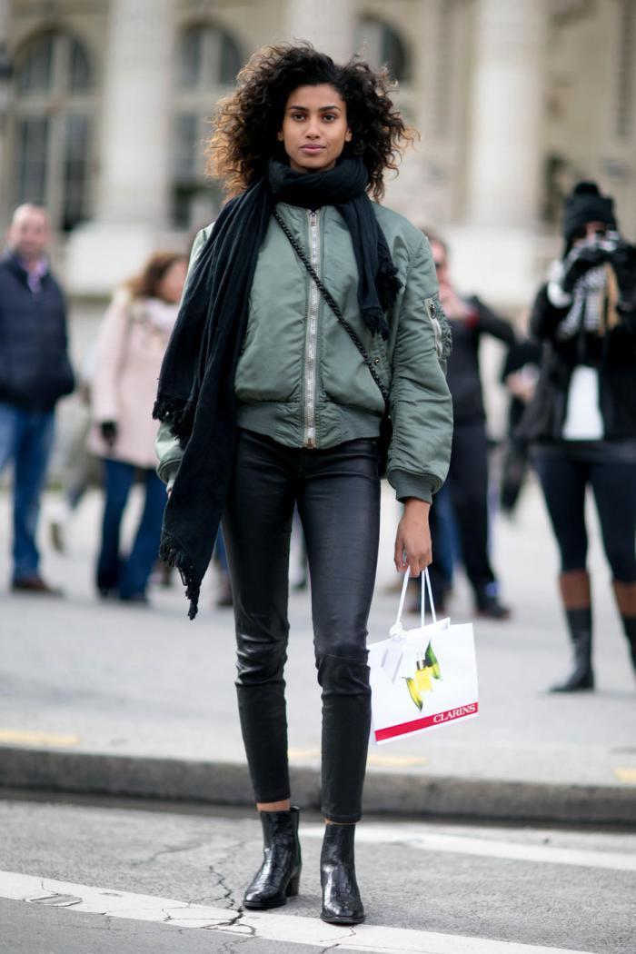 Модный женский бомбер