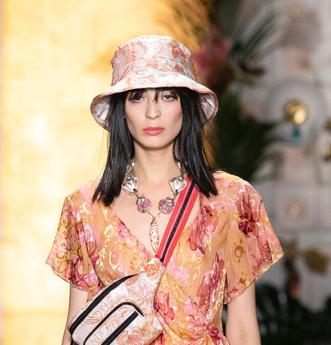 Модные женские головные уборы 2019 года. Anna Sui