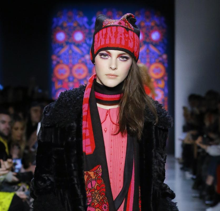 Модные шапки 2019 года. Anna Sui