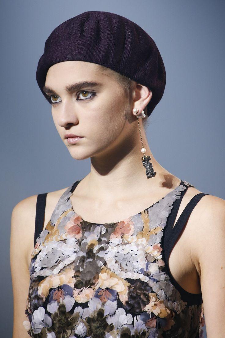 Модные шапки 2019 года. Christian Dior
