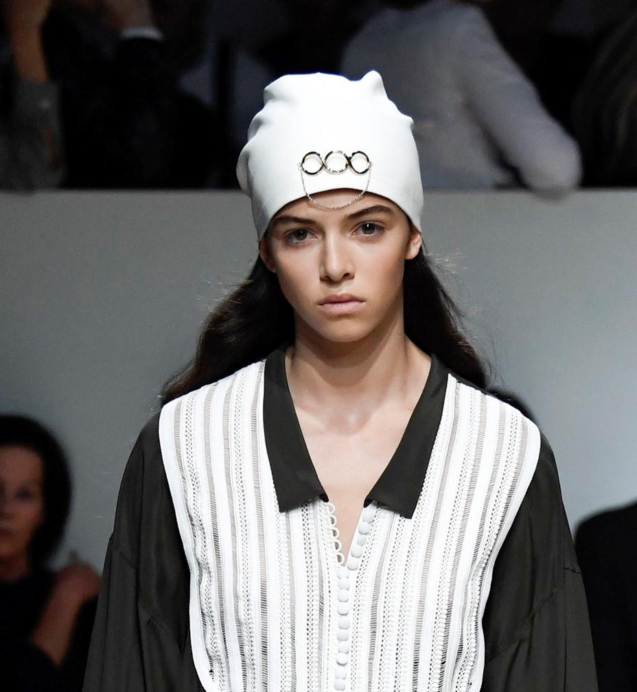 Модные женские головные уборы 2019 года. JW Anderson