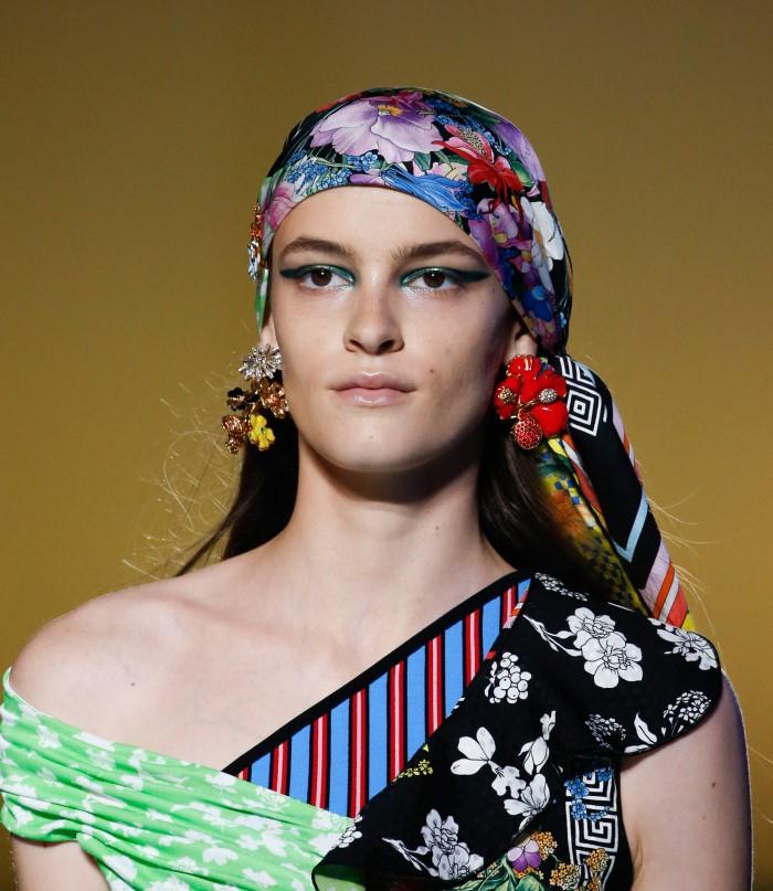 Модные женские головные уборы 2019 года. Versace