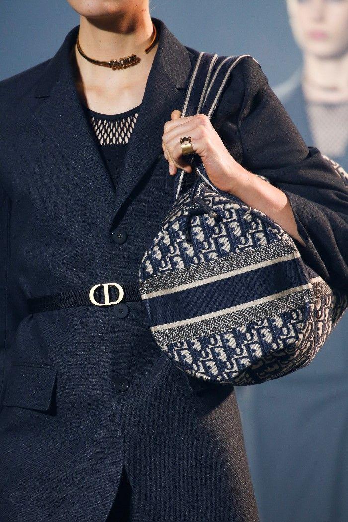 61cc4657d68e Модная женская сумка 2019 из коллекции Christian Dior