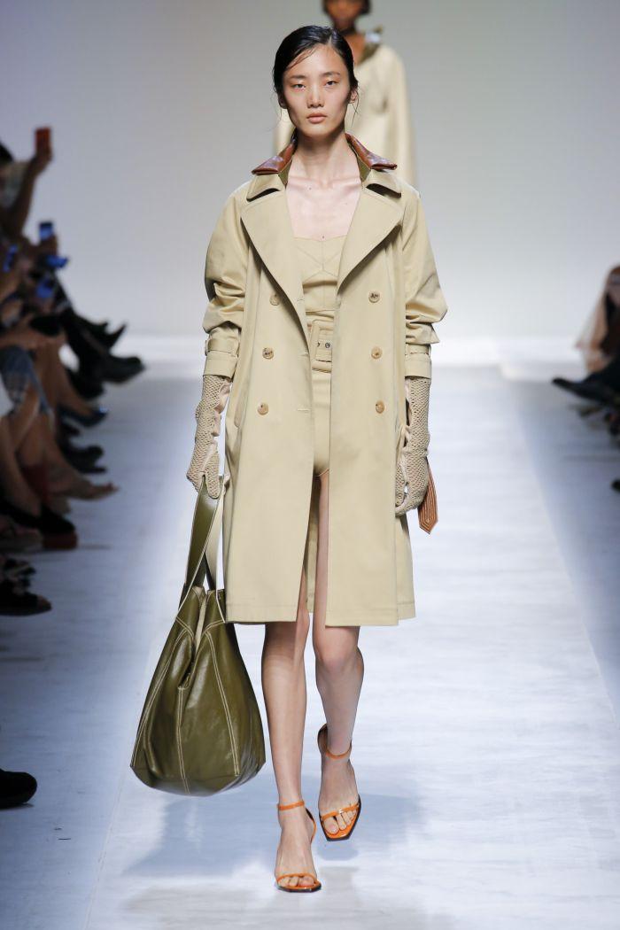 Модный плащ Ermanno Scervino