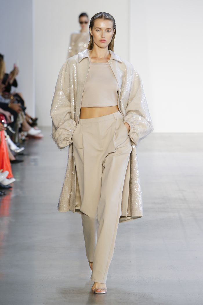 Модный плащ Sally LaPointe