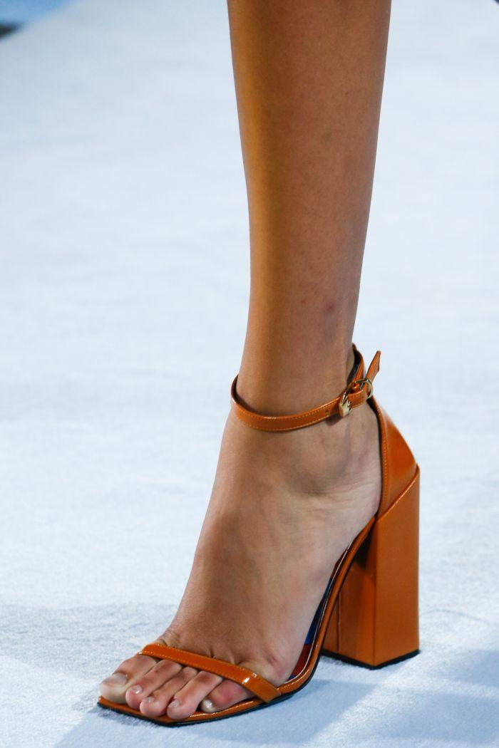 Модные босоножки Versace