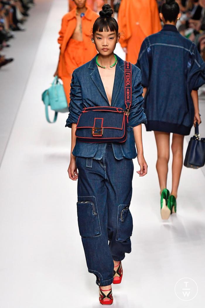 Модные джинсы 2019: новинки и тренды сезона весна-лето