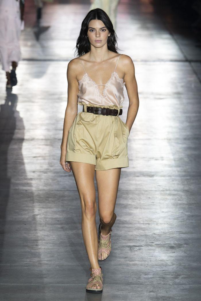 Модный топ в бельевом стиле Alberta Ferretti