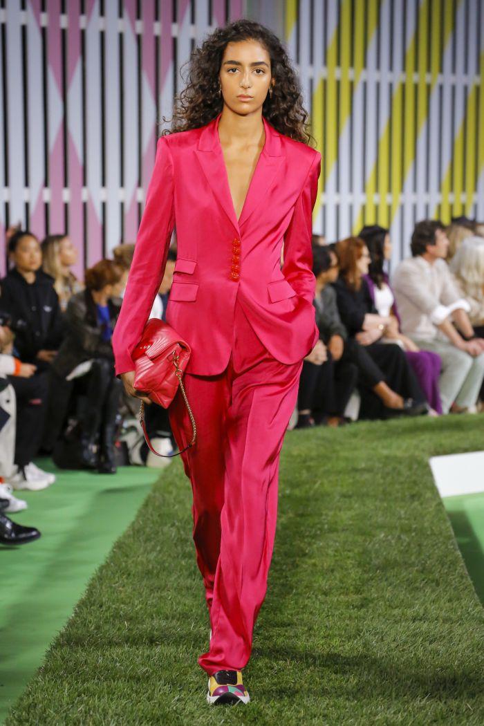 Модный женский костюм Escada