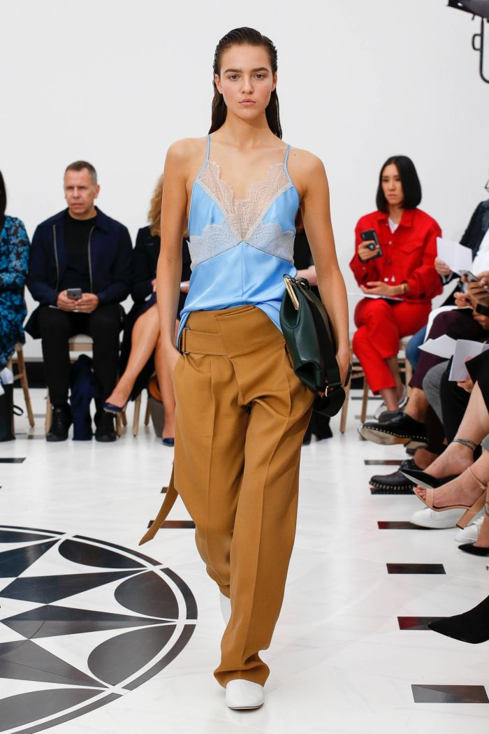 Модный топ в бельевом стиле Victoria Beckham