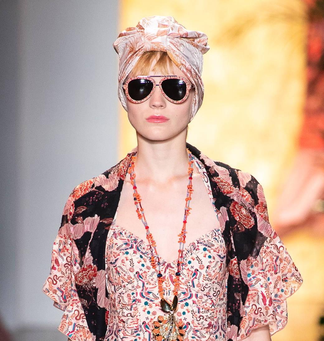Модные очки Anna Sui