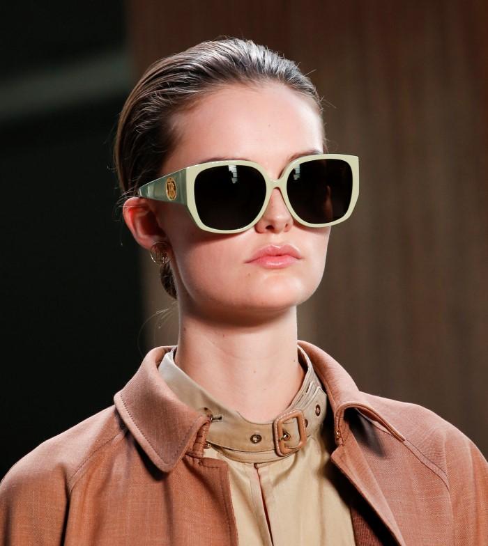 Модные очки Burberry