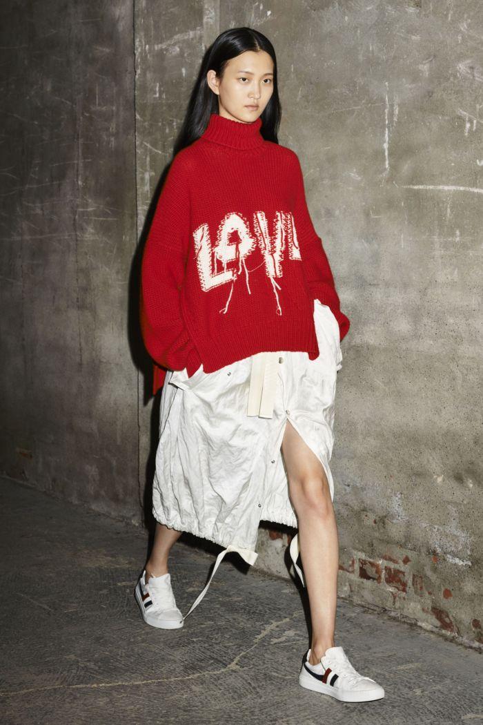 Модный свитер Moncler
