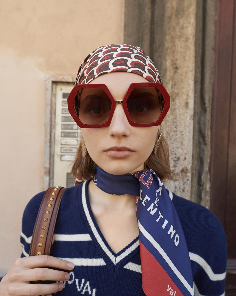 Модные очки Valentino