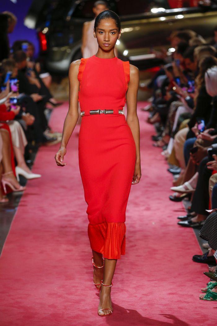 Модное красное платье Brandon Maxwell