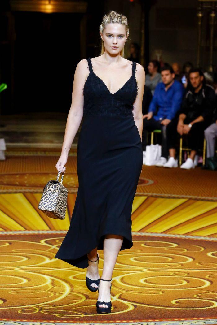 Модное черное платье Christian Siriano