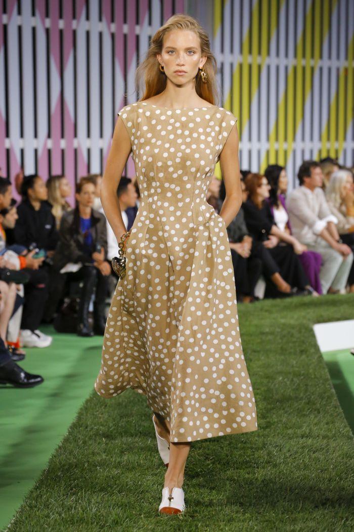Модное платье на каждый день Escada
