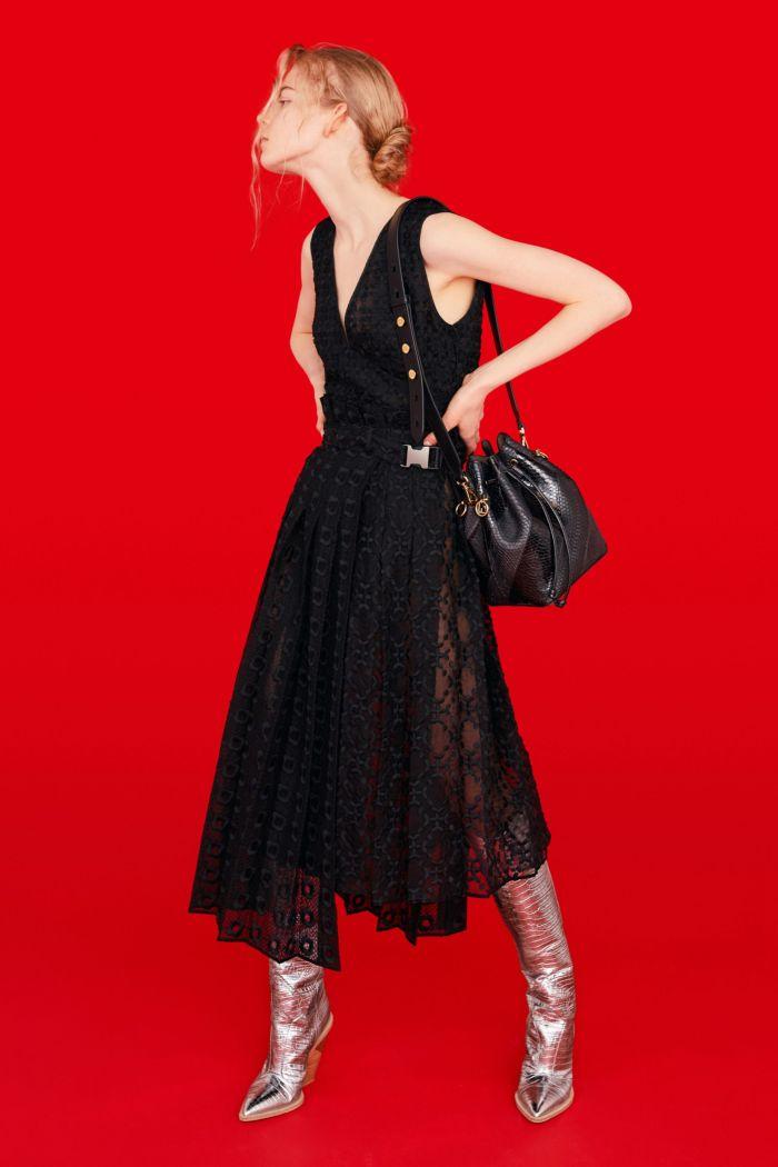 Модное черное платье Fendi