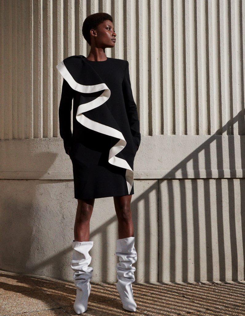 С чем носить черно-белое платье Givenchy