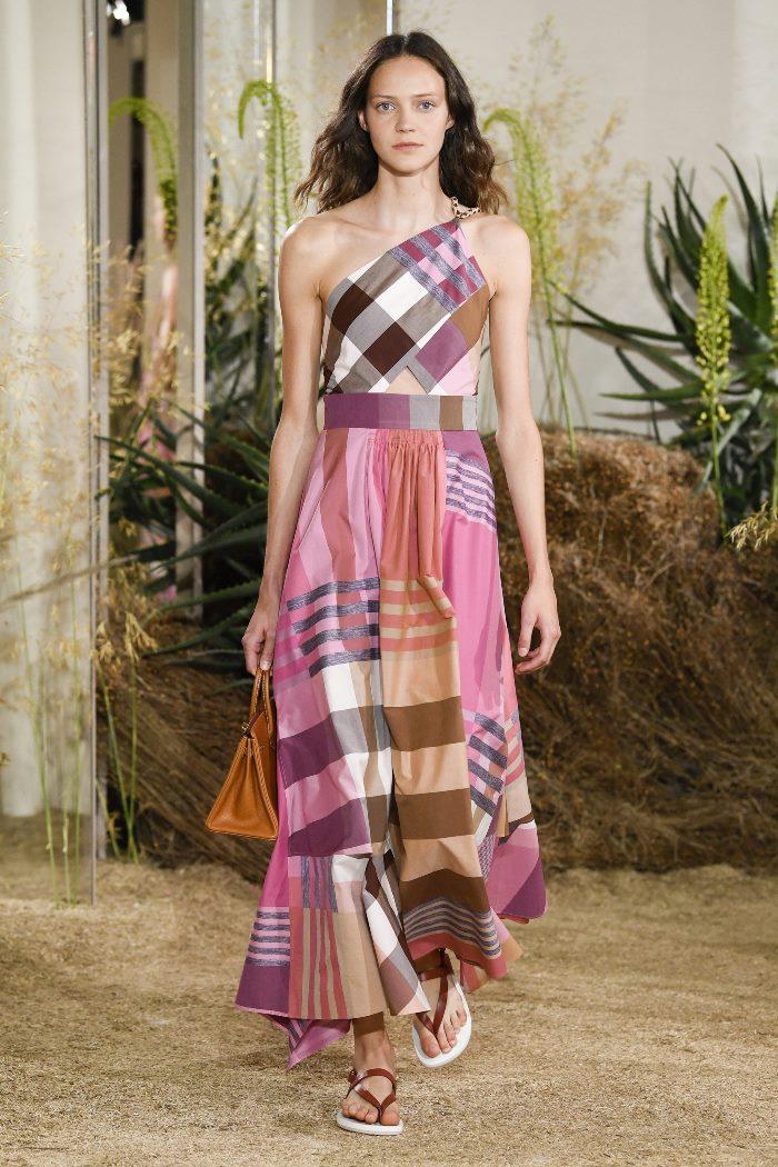 Модное розовое платье в клетку Hermès